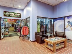Black Dog Sports Ski Shop